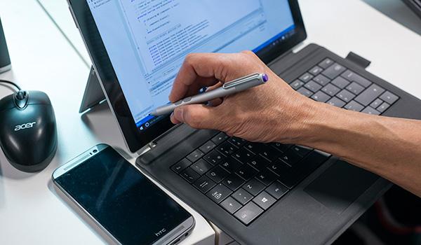 it-support-laptop